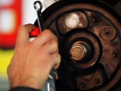 Comment monter des freins arrière pour 2CV / MEHARI à l'aide d'excentriques ?